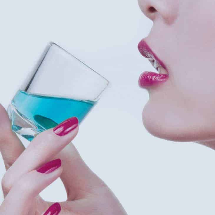 The Total Guide to Mouthwash Benefits, How to Use It and Mitigate Risks